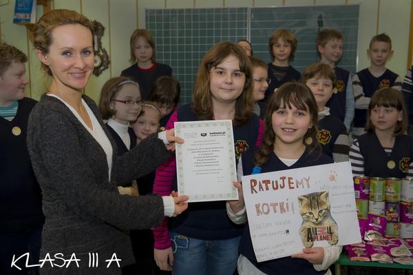 Oglądasz obrazki z tematu: Kotki dziekują dzieciom ze Szkoły Sióstr Misjonarek św. Rodziny